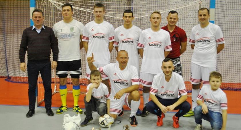 Piłka nożna, Magsta wygrywa Mikołajkowy Turniej - zdjęcie, fotografia