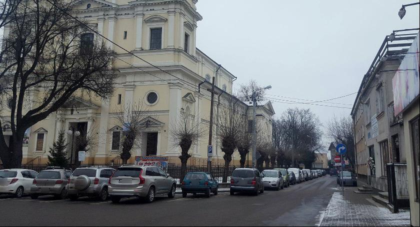 Inne Miejskie, Garwolin Problem parkowaniem kościele! Płatny parking zakaz słupki - zdjęcie, fotografia