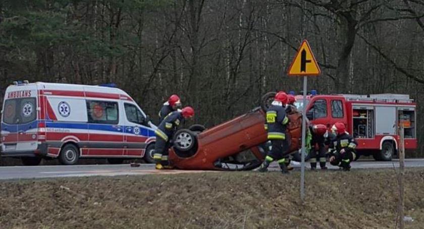 Wypadki drogowe , Górzno Dachowanie samochodu Potasznikach - zdjęcie, fotografia