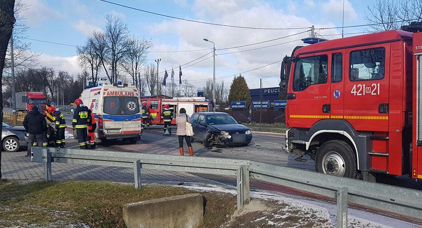 Wypadki drogowe , Garwolin zderzenie samochodów Tesco - zdjęcie, fotografia
