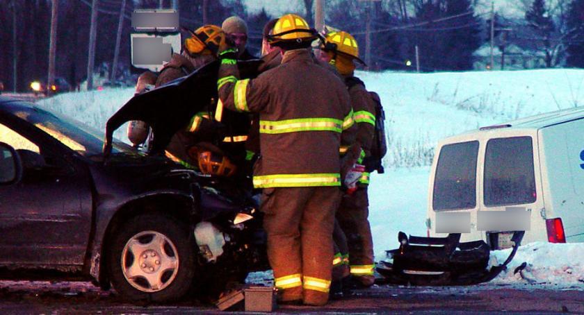 Wypadki drogowe , Wypadek Wildze szpitalu kobieta dwoje dzieci - zdjęcie, fotografia