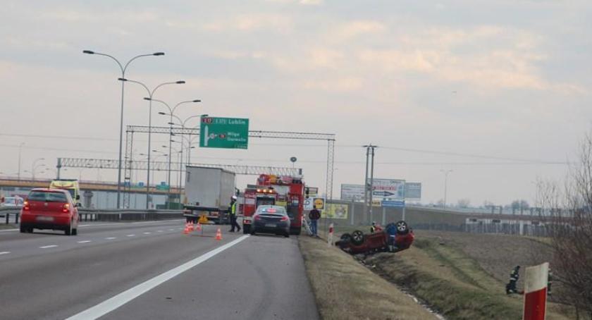 Wypadki drogowe , Zasnęła kierownicą zderzenie samochodów - zdjęcie, fotografia
