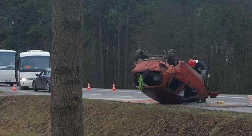 Wypadki drogowe , Wypadek dachowanie kolizja uwaga oblodzone drogi! - zdjęcie, fotografia