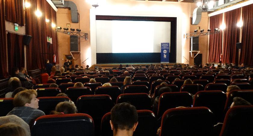 Spotkania, Kolejne spotkanie uczniów przemocy - zdjęcie, fotografia