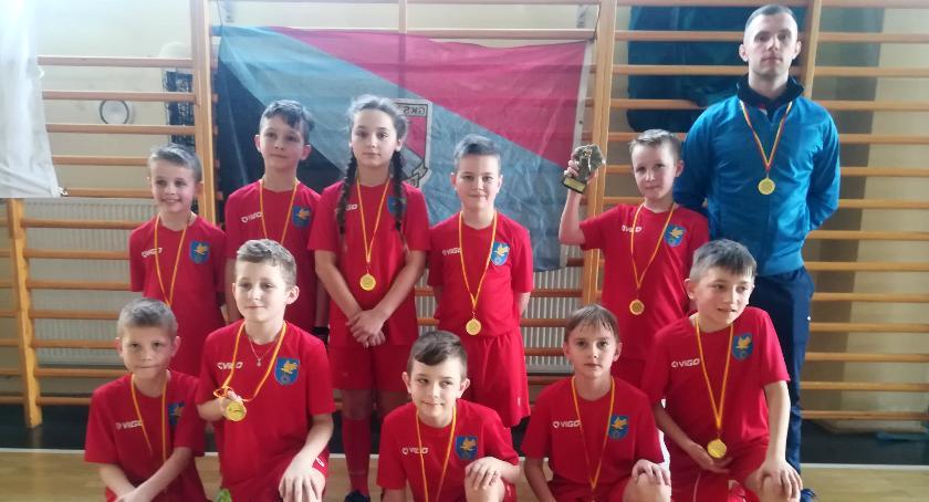 Piłka nożna, Borowie wygrał - zdjęcie, fotografia