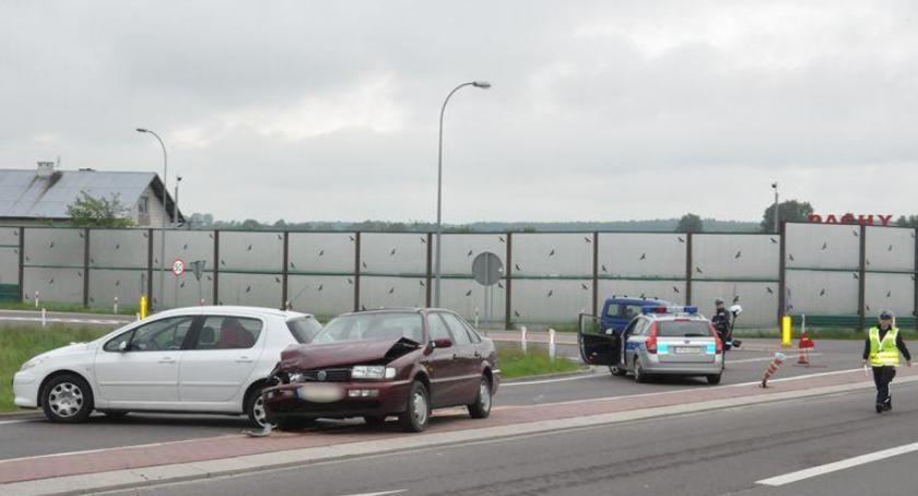 Wypadki drogowe , Zderzenie samochodów obwodnicy Garwolina utrudnienia - zdjęcie, fotografia