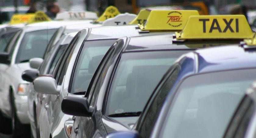 Sprawy kryminalne , Zaatakował dotkliwie pobił taksówkarza - zdjęcie, fotografia