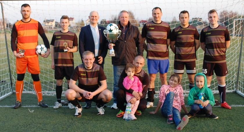 Piłka nożna, Dragon Miętne wygrywa Puchar Marcina Kołodziejczyka Wójta Gminy Garwolin - zdjęcie, fotografia