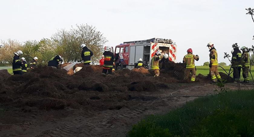 Pożary - interwencje straży, Pożar sprasowanej słomy siana Reducinie - zdjęcie, fotografia