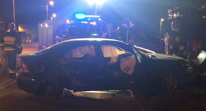 Wypadki drogowe , Osobowym volvo słup oświetleniowy - zdjęcie, fotografia