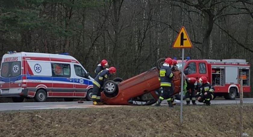Wypadki drogowe , Wypadek Miętnem kierował latek prawa jazdy - zdjęcie, fotografia