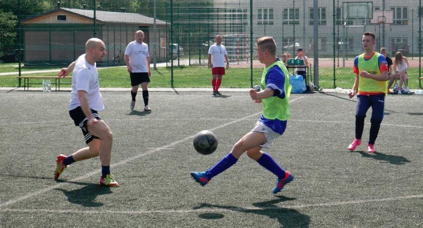 Piłka nożna, Lider zwalnia tempa - zdjęcie, fotografia