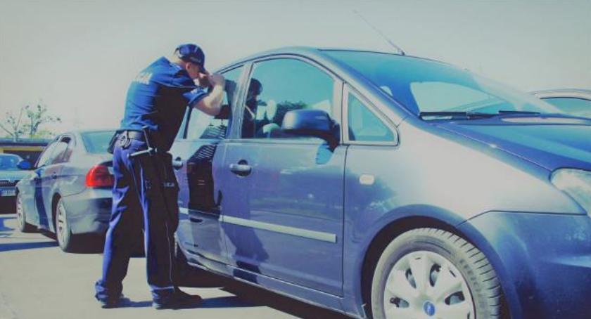 Inne Ciekawostki, Zostawiła dziecko zamkniętym samochodzie poszła mszę - zdjęcie, fotografia