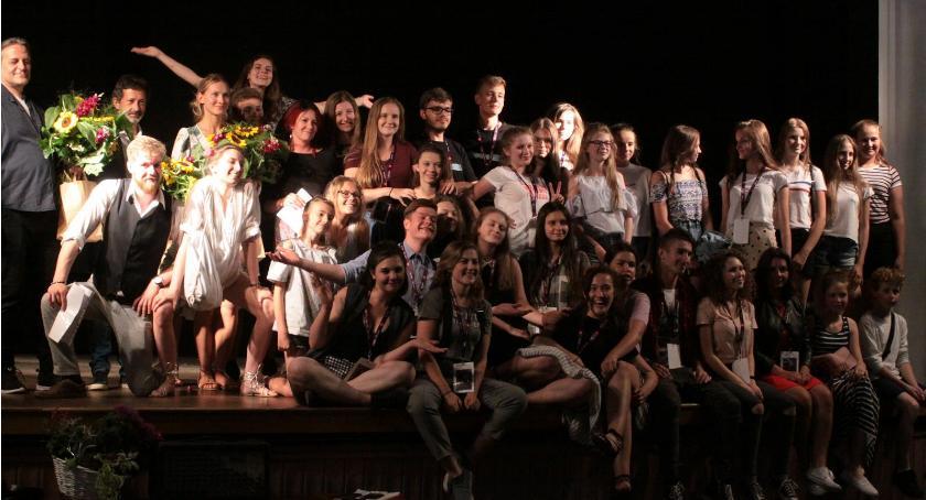 """Teatr, """"Czarownice Salem"""" zwyciężyły! Podwójny sukces Teatru Rękawiczka - zdjęcie, fotografia"""