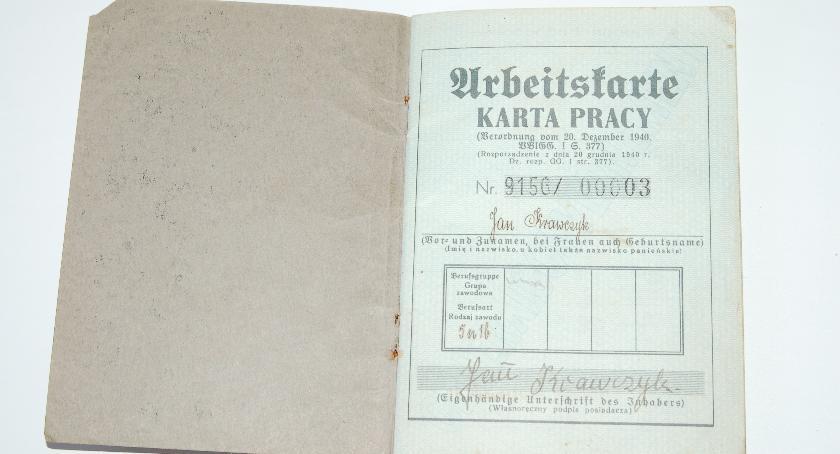 Chce zwrócić Kartę Pracy z 1941r. Poszukiwani potomkowie Jana Krawczyka z Garwolina