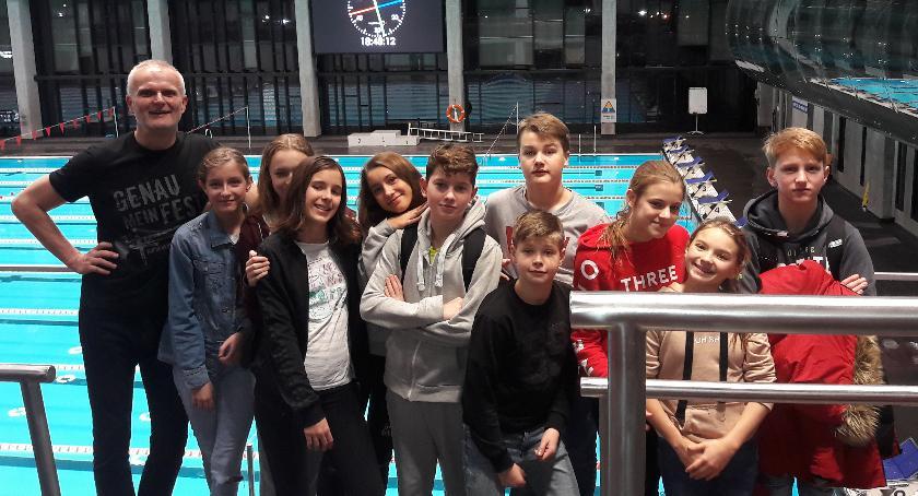 Pływanie, Pływacy Delfin zawodach Młodzika Olimpijczyka - zdjęcie, fotografia