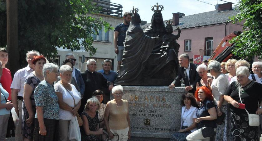 Uroczystości Miejskie, Pomnik przed kolegiatą - zdjęcie, fotografia