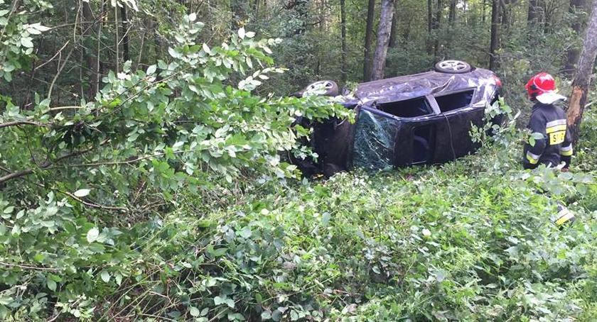 Wypadki drogowe , Wypadek lesie osoby szpitalu - zdjęcie, fotografia
