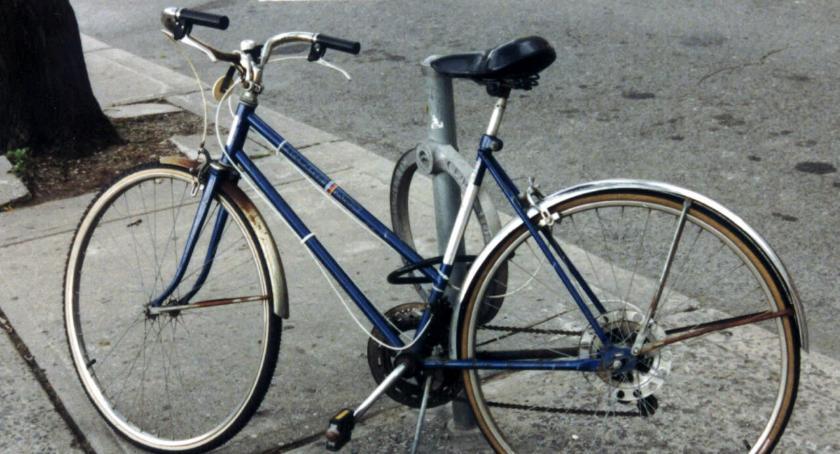 Inne Powiat, letnie dziecko spadło roweru uderzyło krawężnik - zdjęcie, fotografia