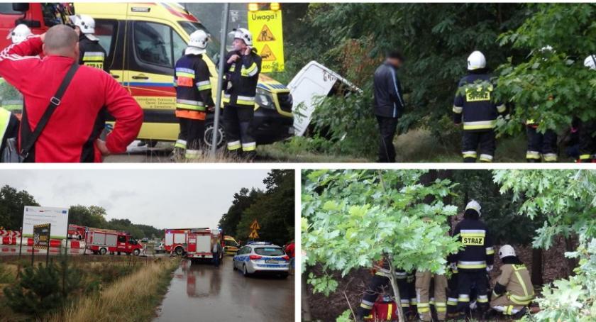 Wypadki drogowe , pasażerami rowie osoby poszkodowane - zdjęcie, fotografia