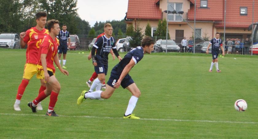 Piłka nożna, Raszyn nieznacznie lepszy Orła - zdjęcie, fotografia