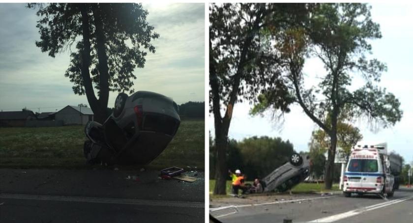 Wypadki drogowe , Dachowanie kierowca zasnął kierownicą - zdjęcie, fotografia