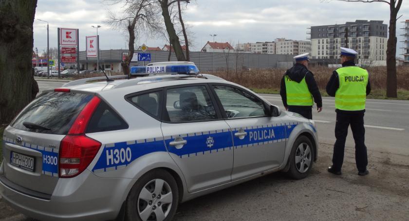 Sprawy kryminalne , Policjanci kontrolowali prędkość kierowców - zdjęcie, fotografia