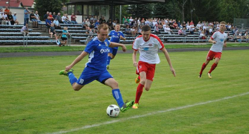 Piłka nożna, Wilga lepsza Mszczonowianki Orzeł słabszy Oskara - zdjęcie, fotografia