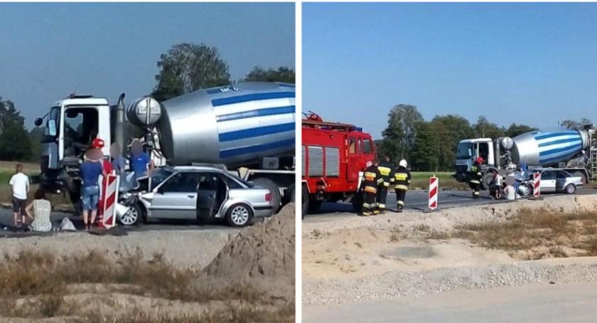 Wypadki drogowe , Osobowe zderzyło betonowozem - zdjęcie, fotografia