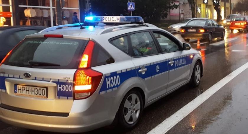 Wypadki drogowe , Potrącenie pasach żyje kobieta - zdjęcie, fotografia