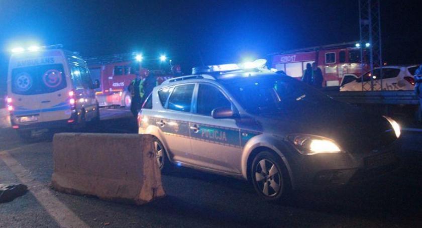 Wypadki drogowe , Wypadek zderzenie osobówki ciężarowym - zdjęcie, fotografia