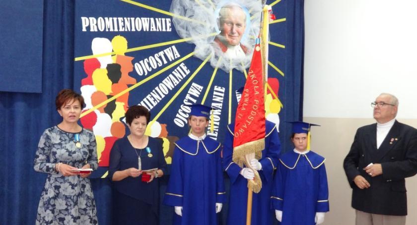 Inne Ciekawostki, Szkoła Brzegach odznaczona Medalem Świętego Pawła - zdjęcie, fotografia