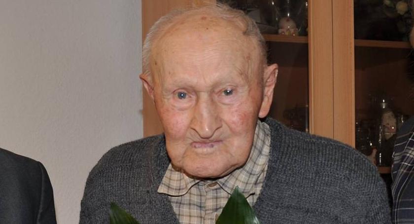 Inne Miejskie, Najstarszy mężczyzna mieście powiecie świętował urodziny - zdjęcie, fotografia