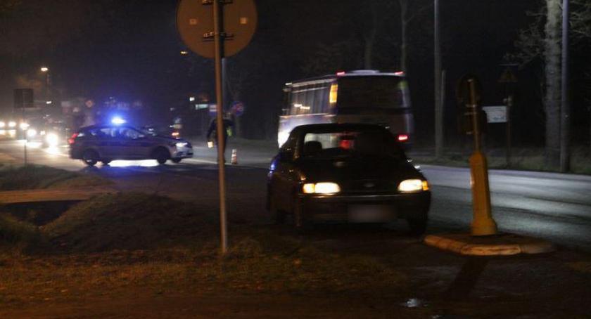 Wypadki drogowe , Wypadek czołówka osobówki autobusem - zdjęcie, fotografia