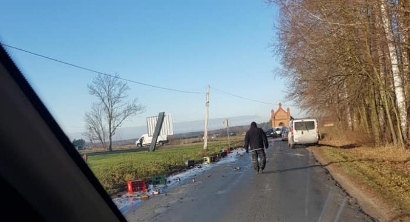 Inne Powiat, Utrudnienia wypadły skrzynki piwem - zdjęcie, fotografia