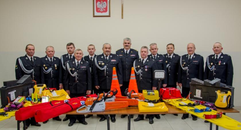 Inne Ciekawostki, Strażacy gminy Łaskarzew otrzymali sprzęt ratowniczy - zdjęcie, fotografia