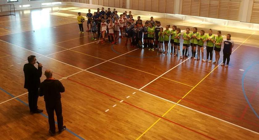 Inne Dyscypliny, Piątce walczą Puchar Dyrektora Szkoły - zdjęcie, fotografia