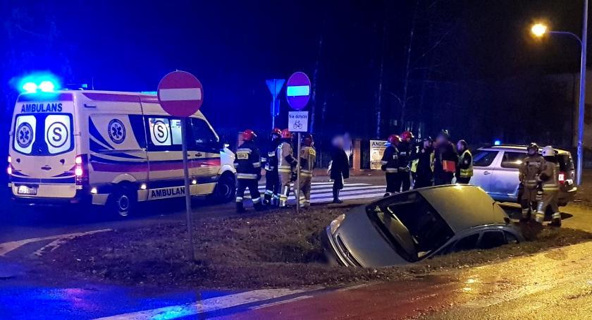 Wypadki drogowe , Wypadek potrącił pasach kobietę zjechał - zdjęcie, fotografia