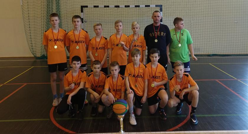 Inne Dyscypliny, Piątka wygrała Powiatowe Igrzyska piłce koszykowej - zdjęcie, fotografia