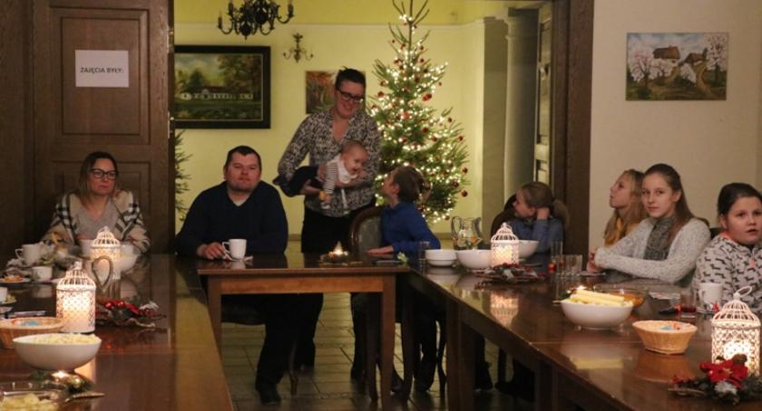 Inne Ciekawostki, Spotkali Miętnem rodzinnym stole - zdjęcie, fotografia
