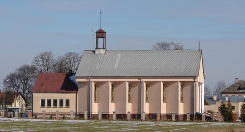 Inne Powiat, Ściana umazana krwią uszkodzone przewody włamał kaplicy - zdjęcie, fotografia