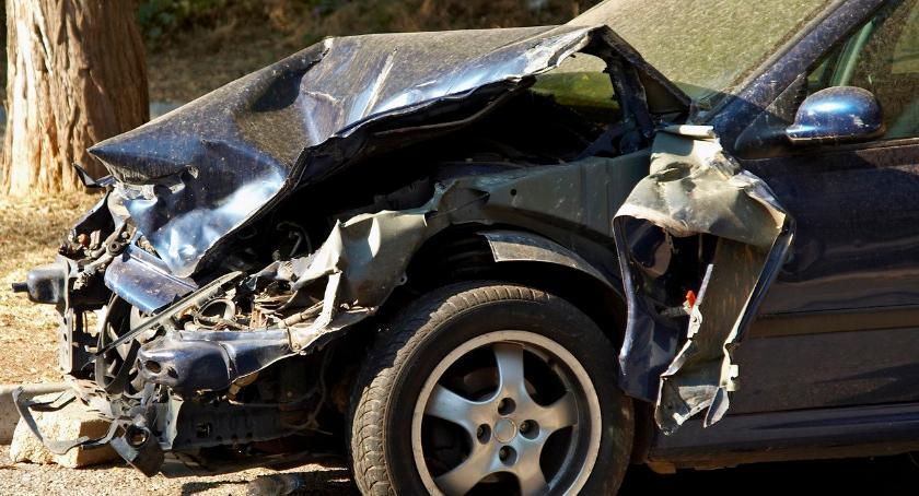 Wypadki drogowe , Nastolatek prawa jazdy spowodował wypadek osoby szpitalu - zdjęcie, fotografia