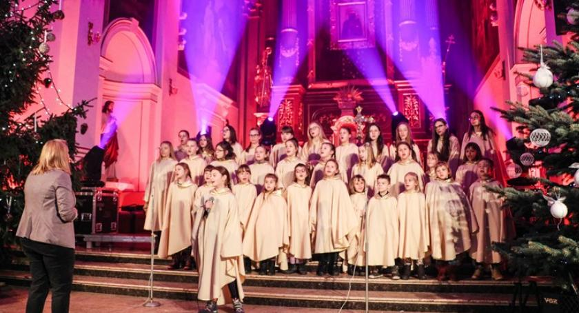 """Koncerty, """"Śpiewajcie grajcie Mu"""" koncert kolęd garwolińskiej kolegiacie - zdjęcie, fotografia"""