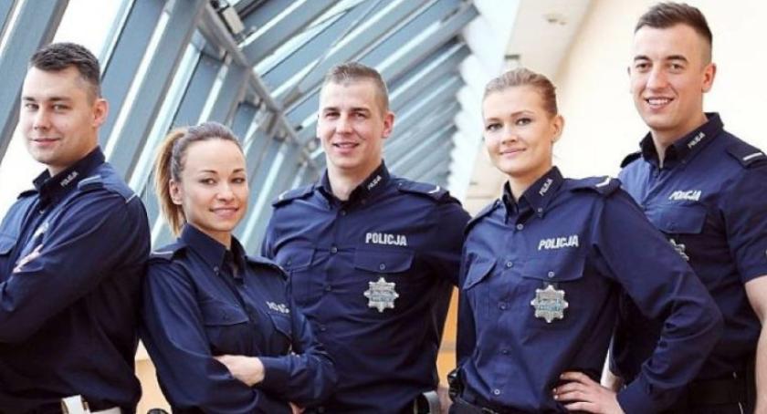 Komunikaty policji , Praca policji przyjęcia służby - zdjęcie, fotografia