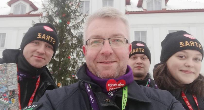 Inne Powiat, Burmistrz kwestuje WOŚP Grają strażacku! - zdjęcie, fotografia