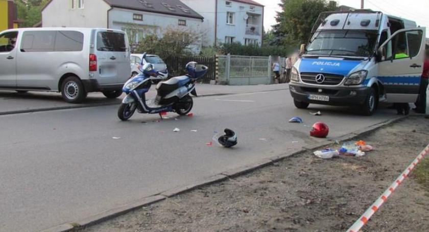 Wypadki drogowe , Wypadek Pilawie zderzenie samochodu skuterem - zdjęcie, fotografia