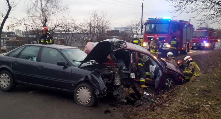 Wypadki drogowe , Zderzenie samochodów Stacyjnej - zdjęcie, fotografia