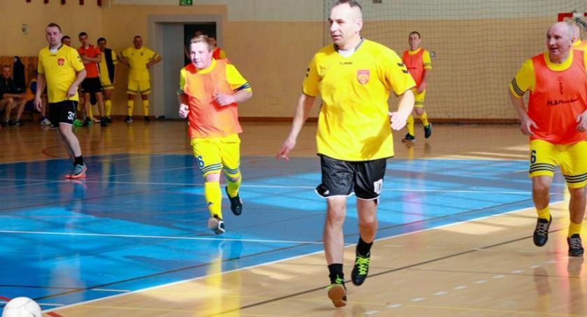 Piłka nożna, Turniej Halowy Piłki Nożnej Radnych Miast Powiatu Garwolińskiego - zdjęcie, fotografia