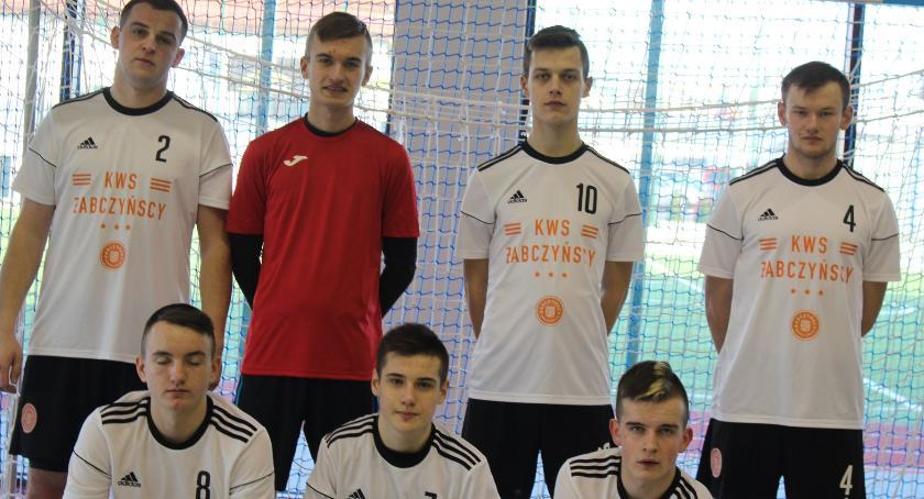 Piłka nożna, Zawodnicy Żabczyńscy zwycięzcami Turnieju Zakładów Pracy Górznie - zdjęcie, fotografia