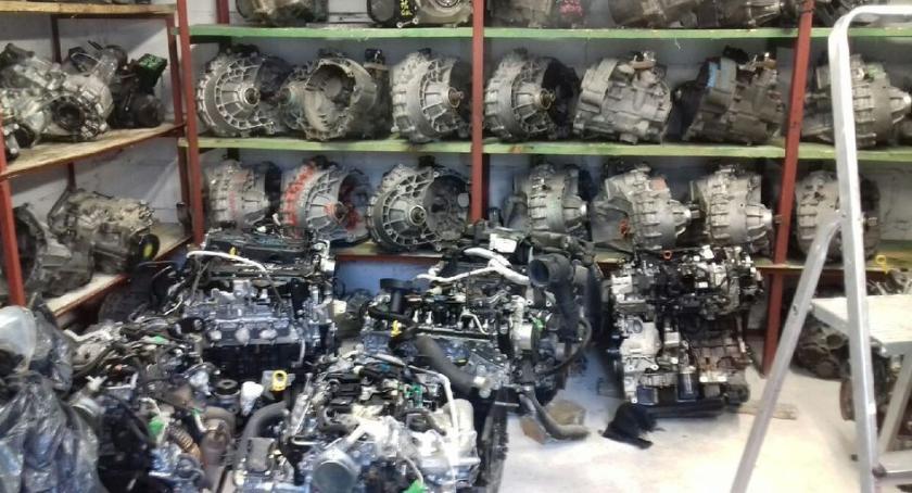 Sprawy kryminalne , Dziupla samochodowa powiecie zabezpieczyli kradzione części warte około pół - zdjęcie, fotografia